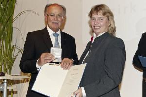 goldene Ehrenmedaille für Verdienste um den Bezirk Oberbayern